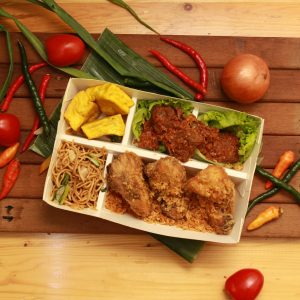 Family Box Ayam Kremes & Rendang